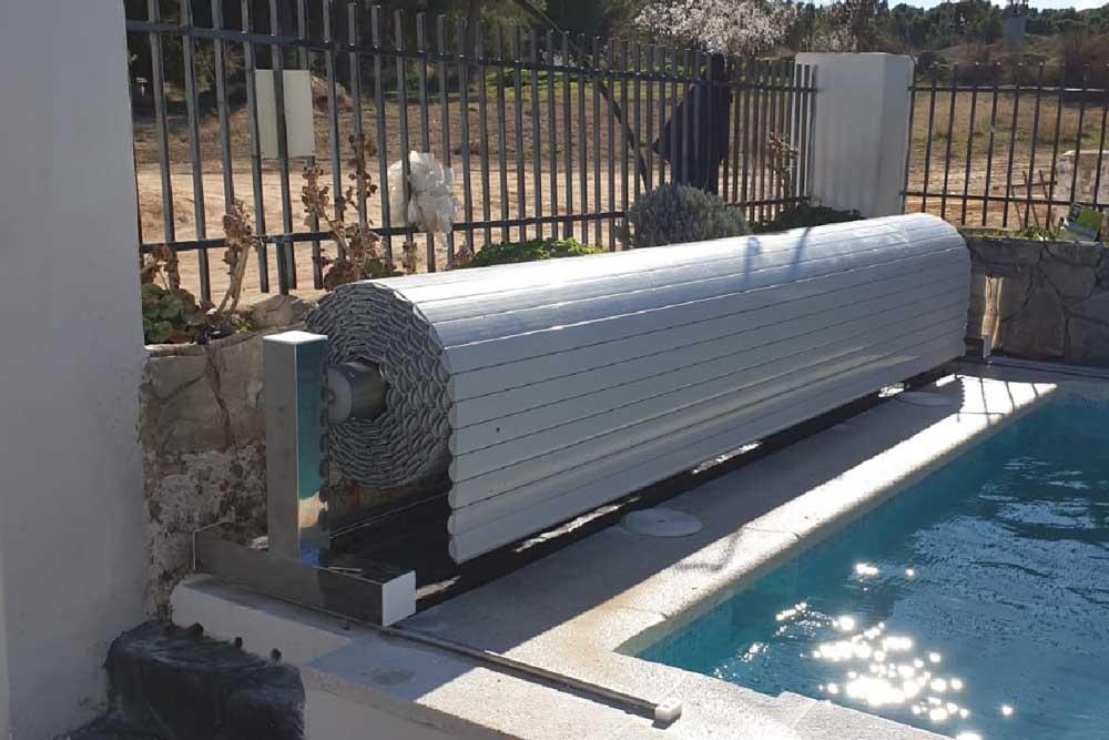 Cubierta de piscina de lamas con soportes móviles