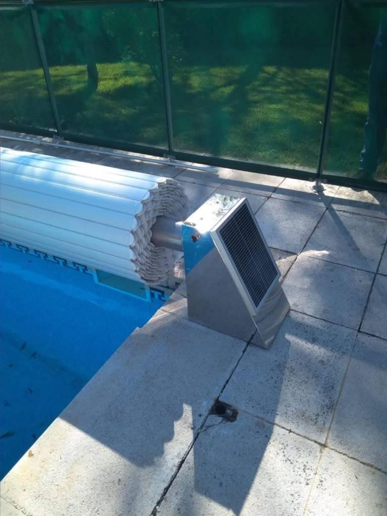 Cobertor de piscina con panel solar